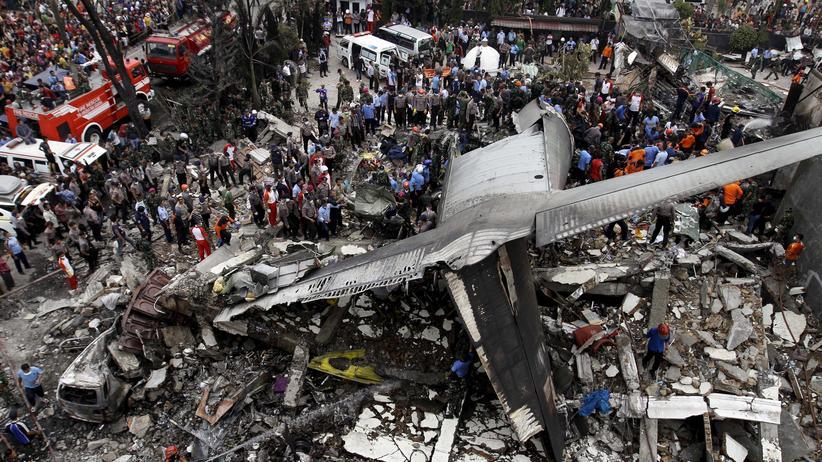 Indonesien: Der Ort der Flugzeug-Absturzstelle in der indonesischen Stadt Medan