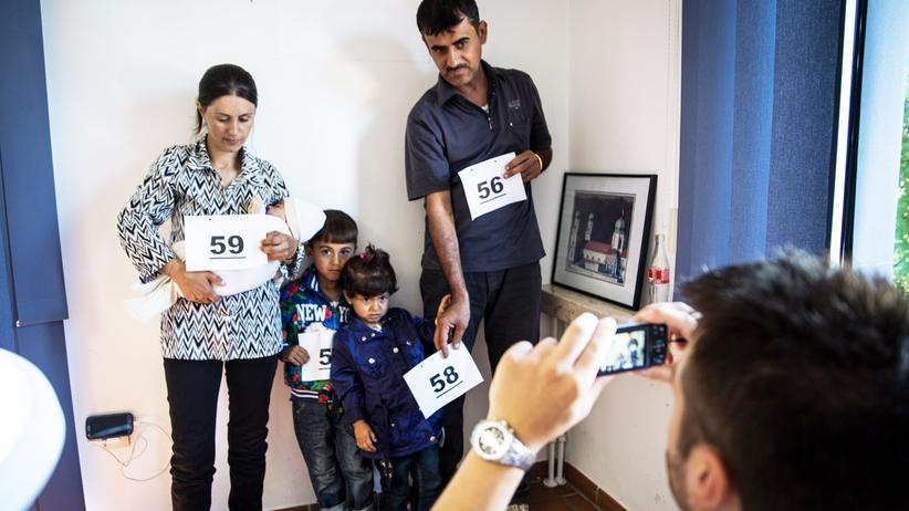 Familie Shamo bei der Registrierung in der Polizeiwache Passau