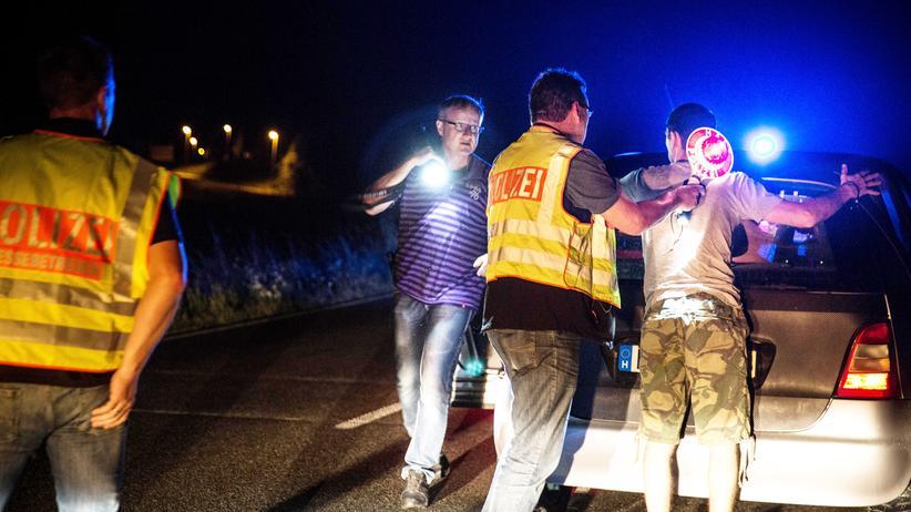 Festnahme eines ungarischen Schleusers, der vier junge Syrer im Auto hatte