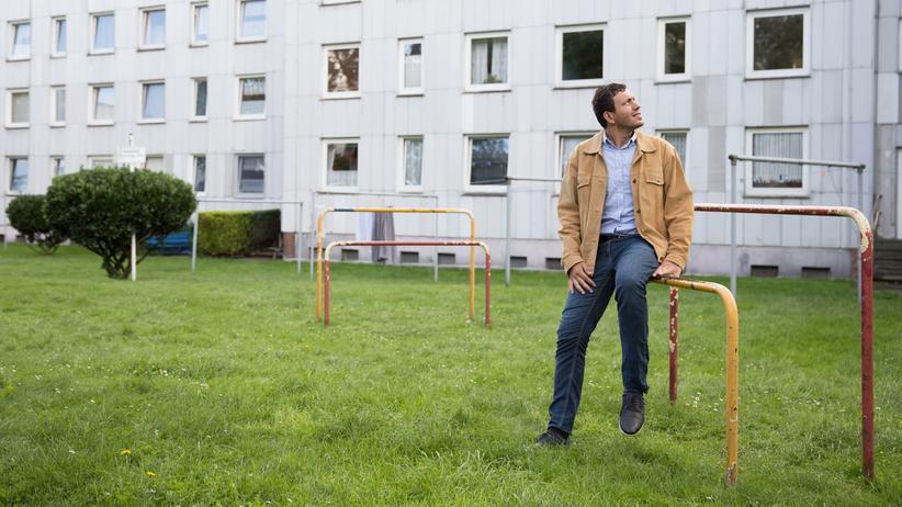 Mohamed Sheikh Ibrahim vor dem Wohnhaus seines Bruders in Marl