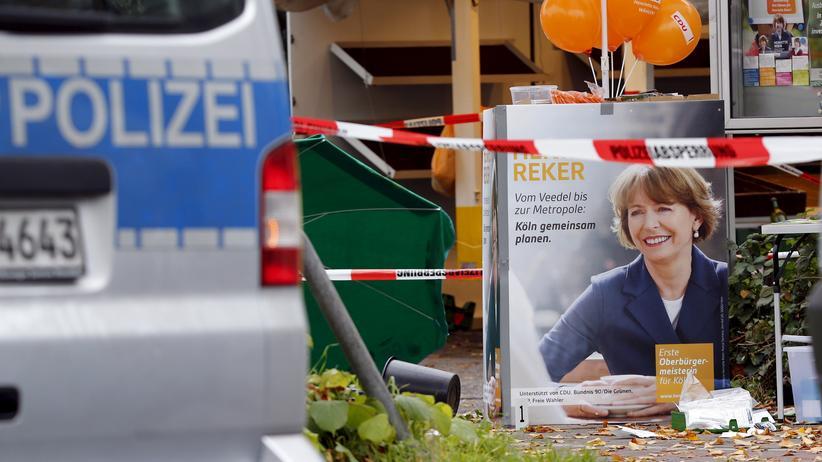 Henriette Reker: Ein Wahlplakat der bei einem Messerangriff schwer verletzten Kölner OB-Kandidatin Henriette Reker