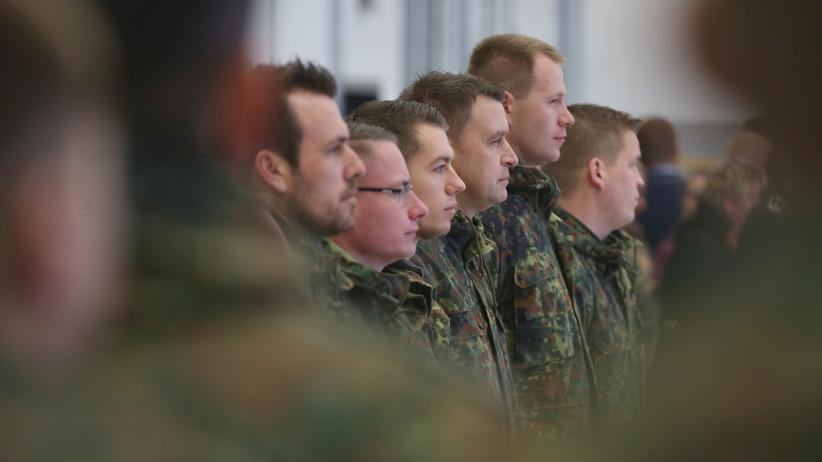 Bundeswehr: Soldaten der Bundeswehr vor dem Abflug in die Türkei am Fliegerhorst in Jagel