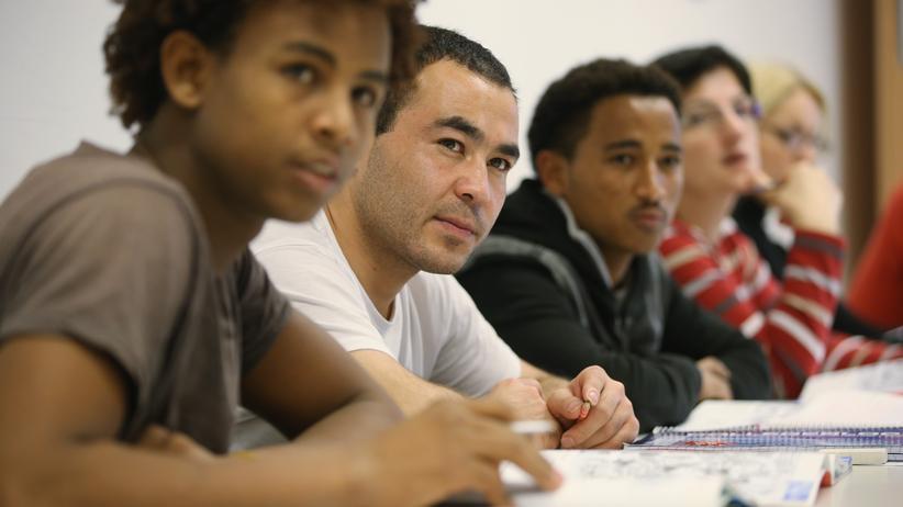 Integration: Zum Teil Analphabeten: junge Asylbewerber in einem Deutschkurs in Potsdam
