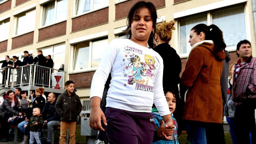 Flüchtlinge: Vor einer Flüchtlingsunterkunft in Bergisch-Gladbach (Archiv)