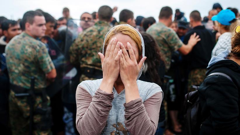 Frauen auf der Flucht werden oft Opfer sexueller Gewalt, berichtet Amnesty International.