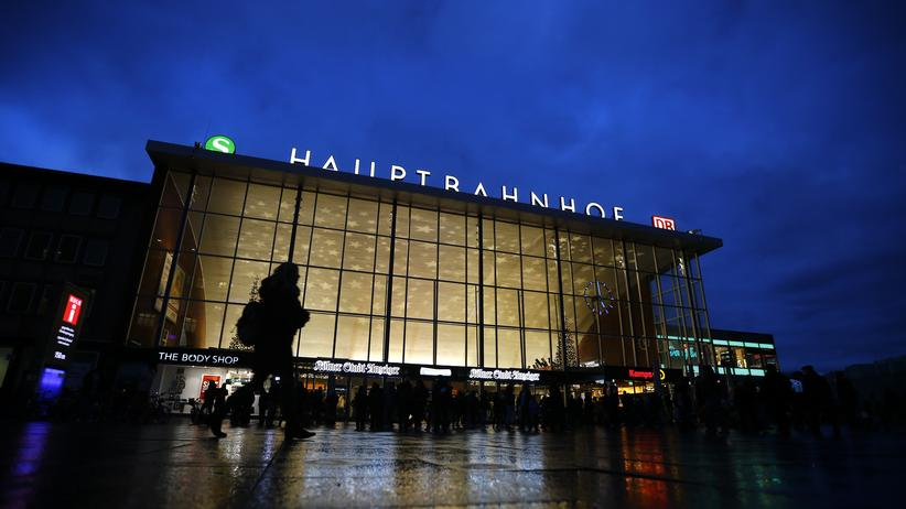 Köln: Am Kölner Hauptbahnhof kam es in der Silvesternacht offenbar zu zahlreichen sexuellen Übergriffen.