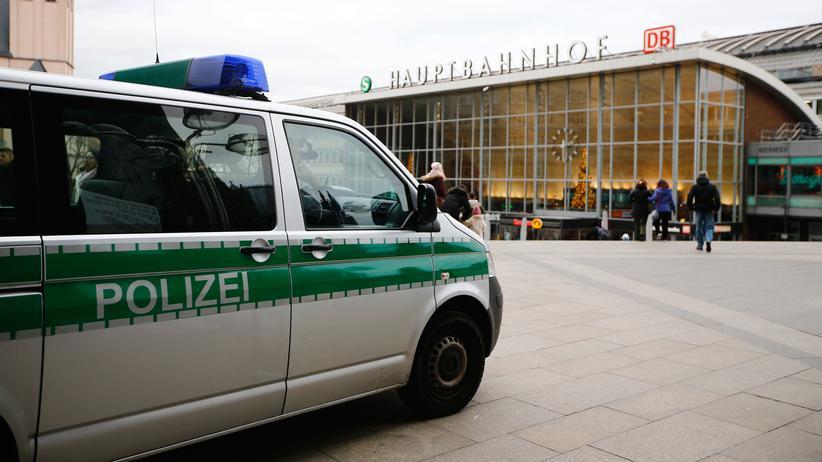 Silvester-Übergriffe: Nach den Übergriffen am Kölner Hauptbahnhof steht auch die Polizei in der Kritik.