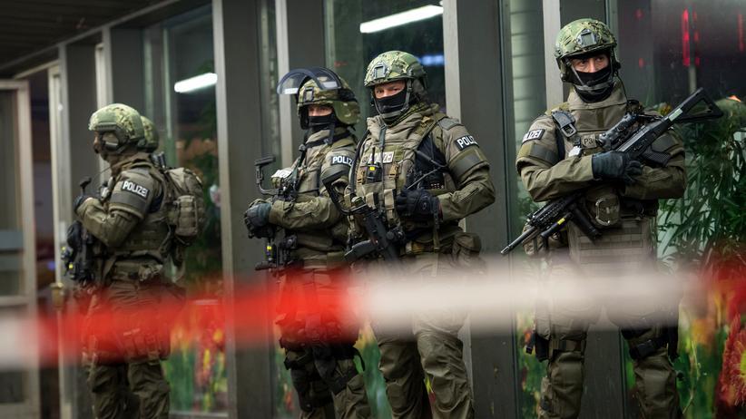 Terrorwarnung in München: Polizisten am Hauptbahnhof in München