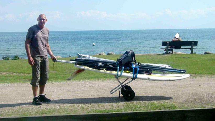 Leben im Untergrund: Der mutmaßliche NSU-Terrorist Uwe Mundlos mit einem Surfboard