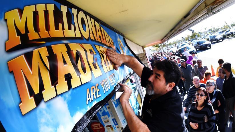 USA: Andrang am Mittwoch vor einem Laden in Kalifornien, der Powerball-Lotteriescheine verkauft hat.