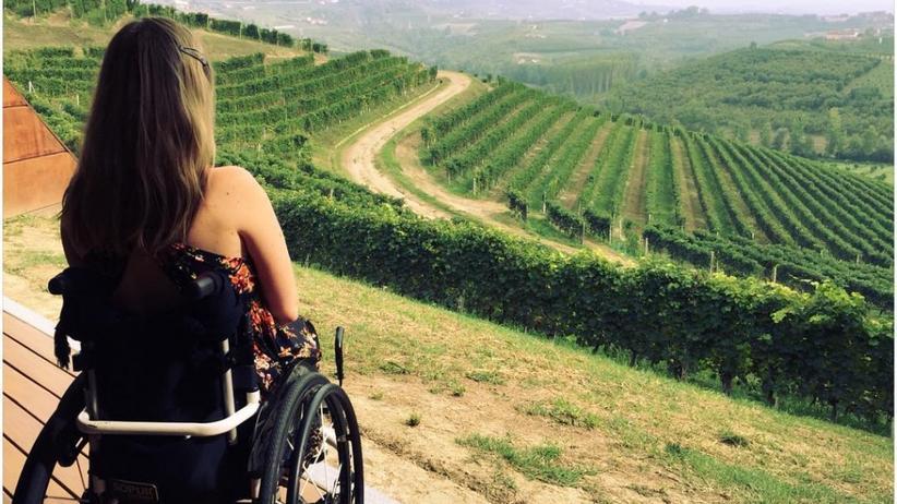 Laura Gehlhaar: Mit dem Rollstuhl im Sand