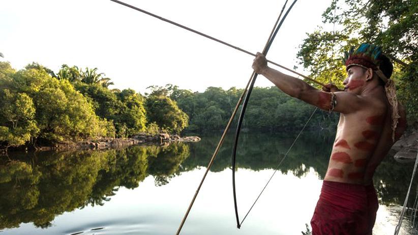 Amazonas: Ein Stammesmitglied der Tenharim auf der Jagd