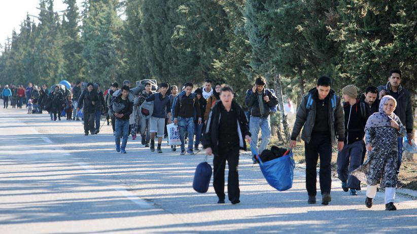 Flüchtlinge auf ihrem Weg von Griechenland nach Mazedonien.