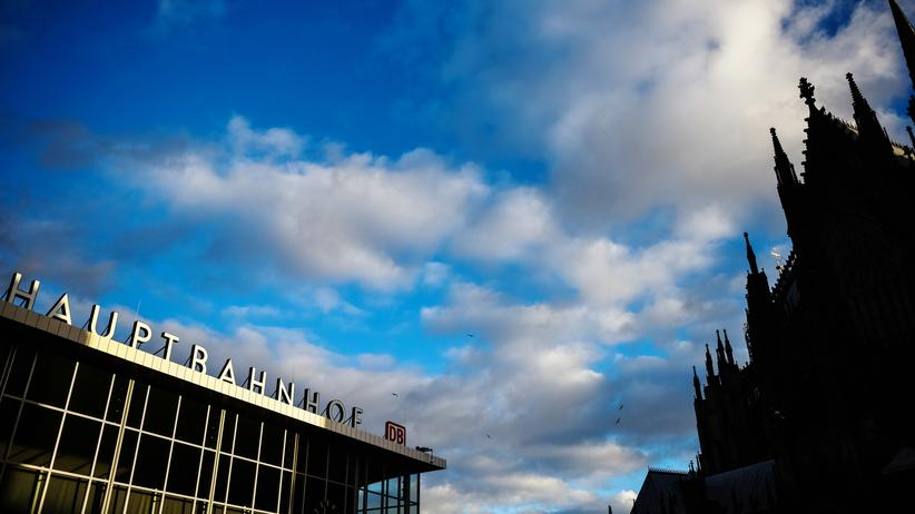 Übergriffe in der Silvesternacht: Vor dem Kölner Hauptbahnhof