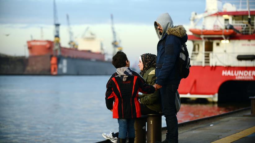 Statistisches Bundesamt: Syrische Flüchtlinge im Hamburger Hafen