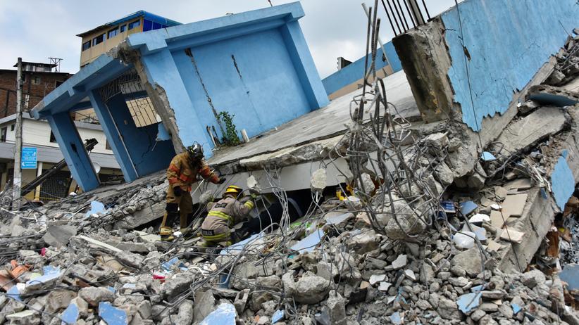 Erdbeben in Ecuador: Helfer suchen noch nach Hunderten Vermissten