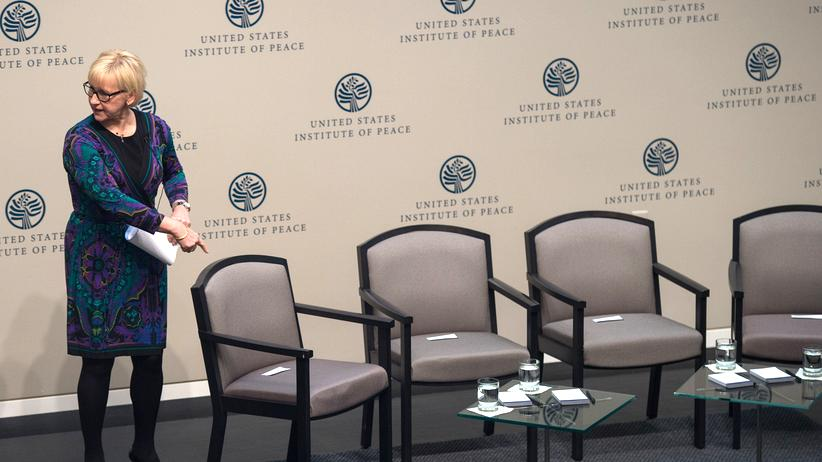 "Podiumsdiskussionen: Die schwedische Außenministerin Margot Wallström vor einer Diskussion über ""Global Security and Gender"" am United States Institute of Peace in Washington (Januar 2015)"