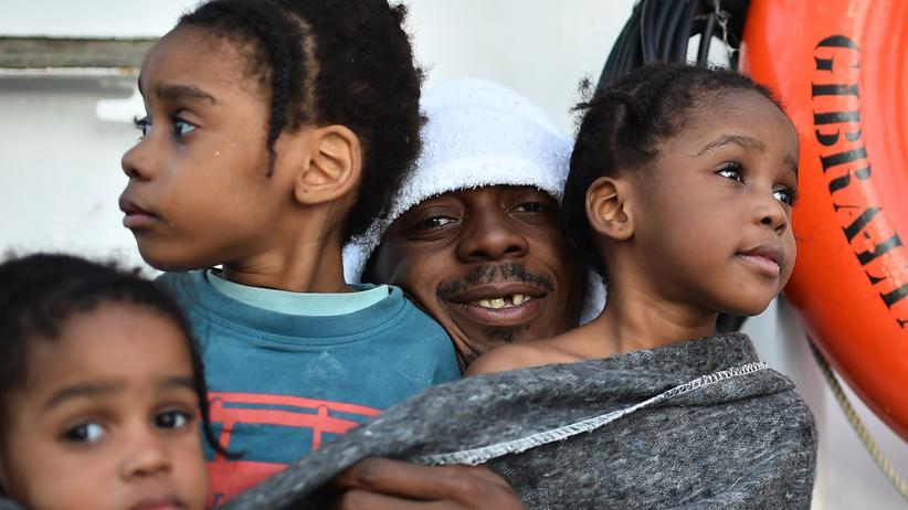 Mittelmeer: Aus dem Mittelmeer gerettete Flüchtlinge