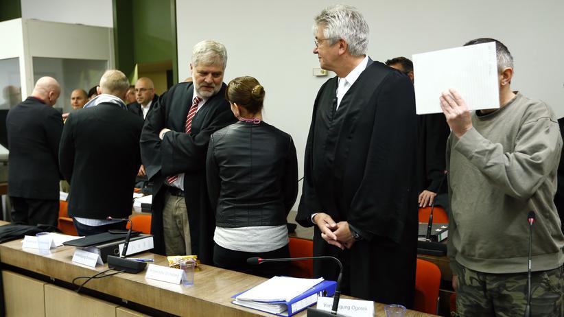 Der Anführer der Terrorgruppe Oldschool Society, Andreas H. (Zweiter von links)