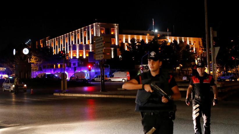 Türkei: Sicherheitskräfte in der Nähe des Militärhauptquartiers in Ankara