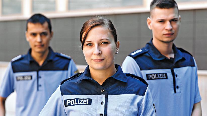 Hilfspolizisten: Achtung, Wachpolizei: Martin Fabian, Nadine Donke und Max Kessinger (v. l.) sind seit Mai im Dienst