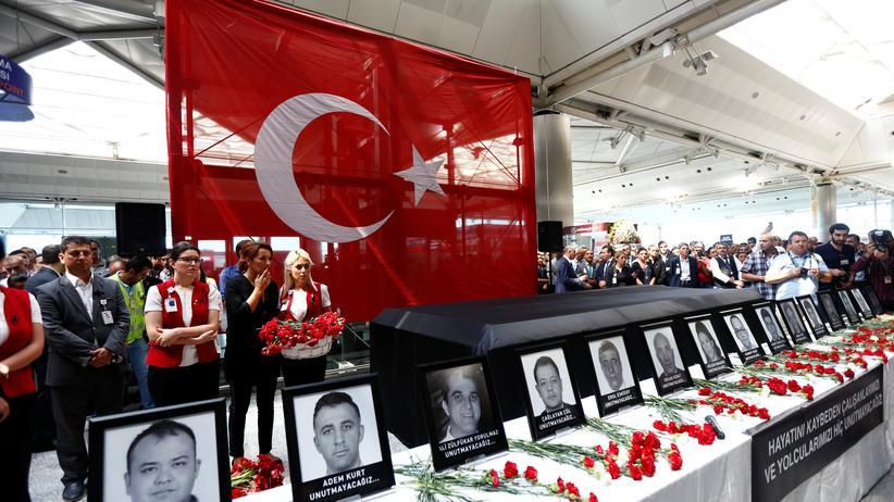 Sieben Verdächtige im Zusammenhang mit Flughafen-Anschlag festgenommen