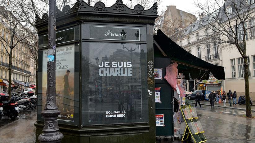 Zeitungsstände: Auch im Januar ein Hingucker: ein Kiosk in Paris