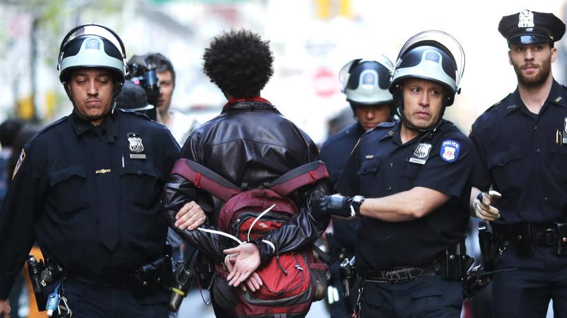 Polizeigewalt: Wie US-Polizisten Afroamerikaner behandeln – und Weiße