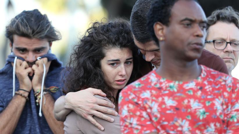 Terror in Europa: Menschen in Nizza versammeln sich, um der Opfer des Terroranschlags vom 15. Juli zu gedenken.