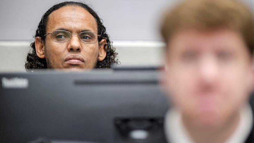 Zerstörung von Kulturgütern: Ahmad al-Faqi al-Mahdi vor dem Internationalen Strafgerichtshof in Den Haag, wo ihm vorgeworfen wird, für die Zerstörung historischer Kulturstätten in Timbuktu 2012 verantwortlich zu sein