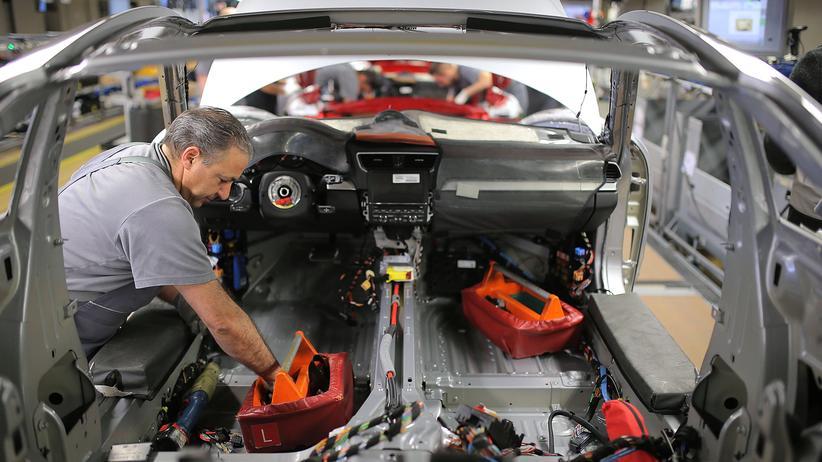 Beschäftigung: Mechaniker in der Automobilfertigung