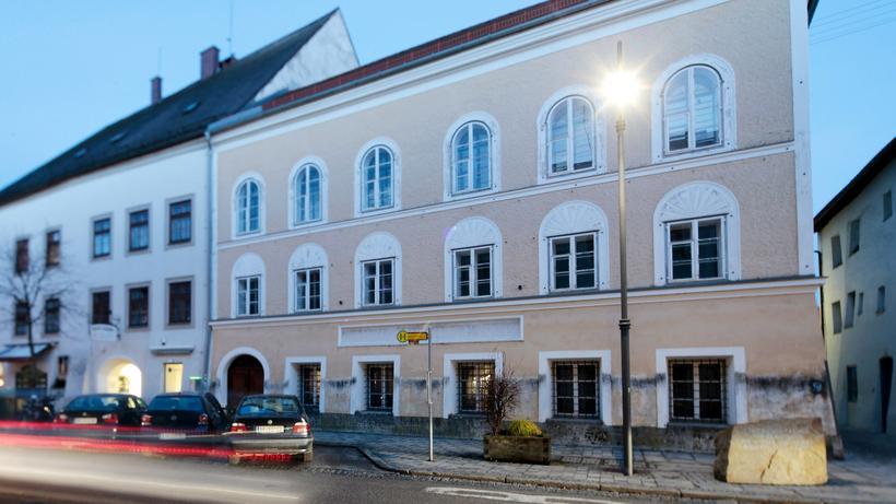 Braunau: In der Salzburger Vorstadt in Braunau am Inn: das Geburtshaus von Adolf Hitler