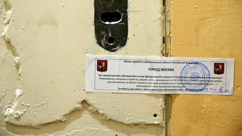 Russland: Die Türe des Moskauer Büros von Amnesty.