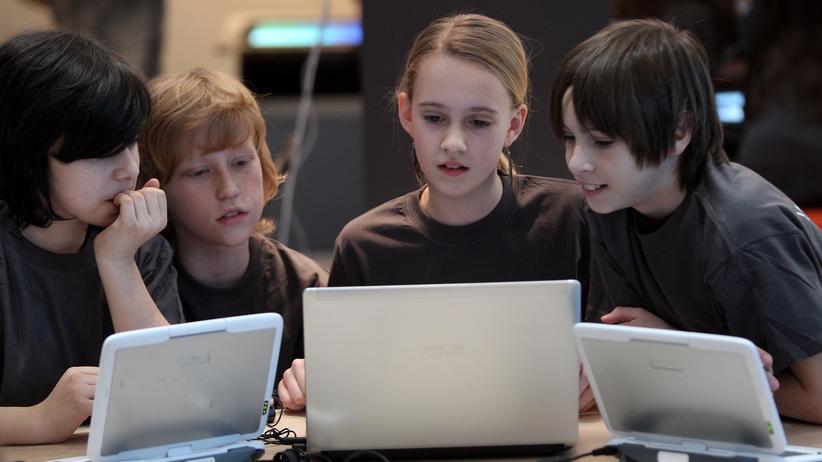 Medienkompetenz von Jugendlichen: Kinder bei der Cebit in Hannover (Archivbild)