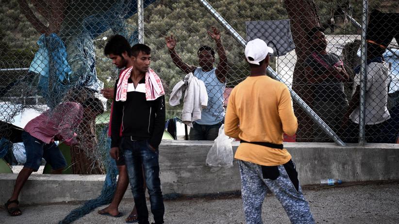 Flüchtlinge: Migranten im Camp Moria auf der griechischen Insel Lesbos