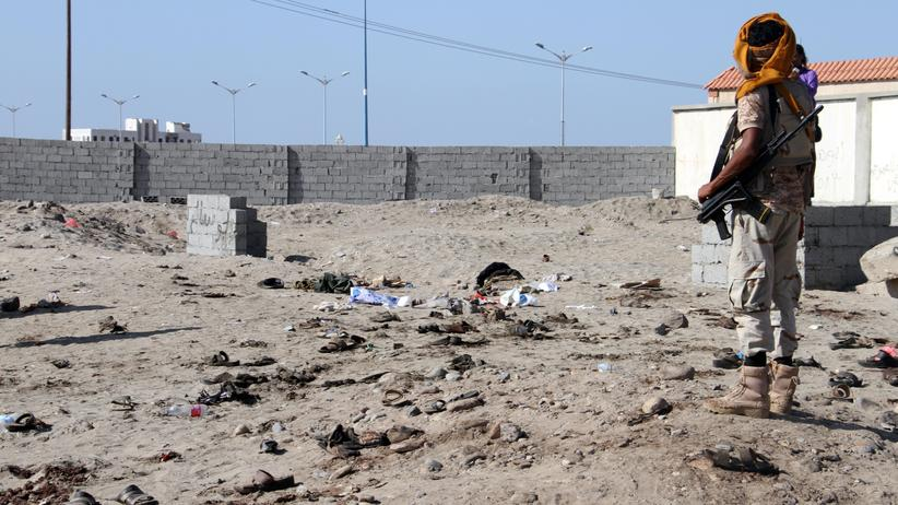 Jemen: Selbstmordattentäter tötet mindestens 30 Soldaten in Kaserne