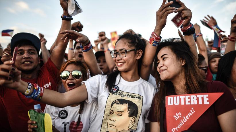 Harvard-Studie: Jung – und Unterstützer des diktatorisch auftretenden Präsidenten Rodrigo Duterte auf den Philippinen