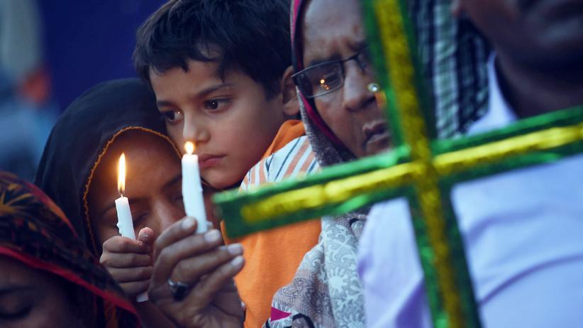Open Doors: Pakistanische Christen gedenken der Opfer eines Bombenanschlags in Lahore im März 2016.