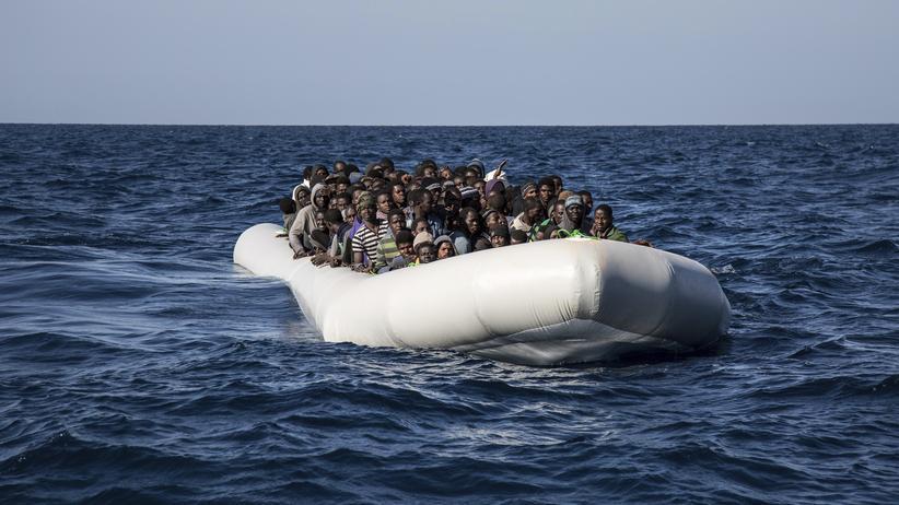 Libyen: Boot mit mehr als 100 Menschen im Mittelmeer gekentert