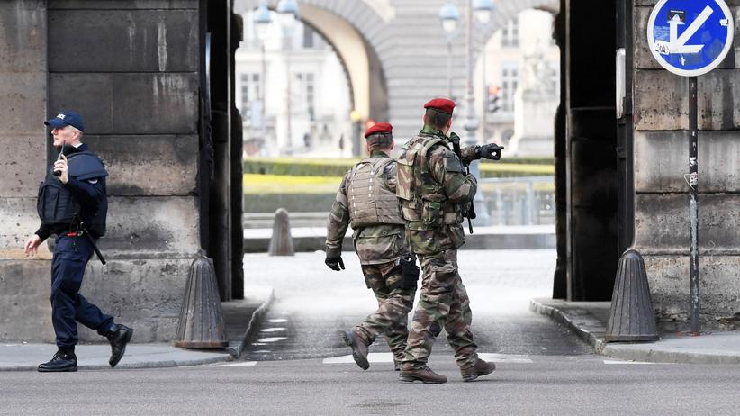 Frankreich: Soldat schießt auf Angreifer am Louvre