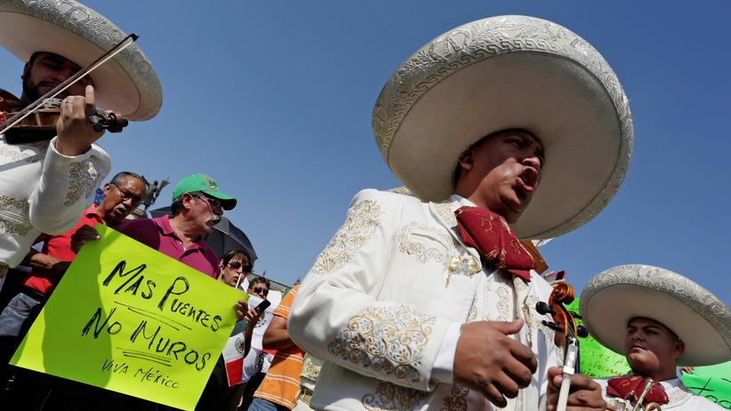 Viele Demonstranten kritisieren auch den mexikanischen Präsidenten Enrique Pena Nieto.