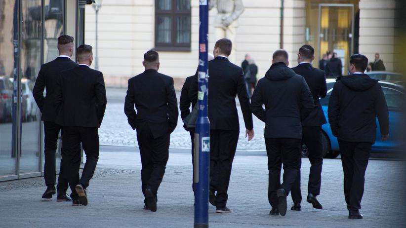 AfD-Abgeordnete: Teilnehmer der Burschenschaftsgründung vor dem Ratskeller Magdeburg