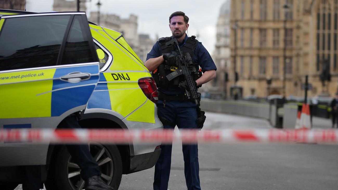 Schüsse vor dem britischen Parlament in London