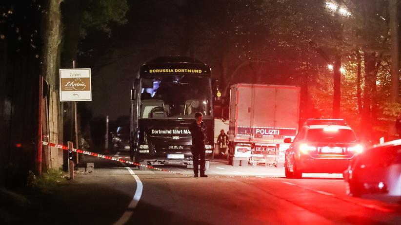 Anschlag auf BVB-Mannschaft: Ermittler am Anschlagsort in Dortmund (Archivbild)
