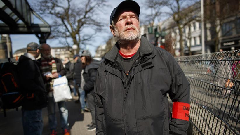 Armutsbericht: Obdachloser in Hamburg
