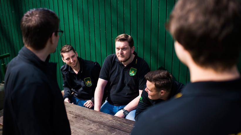 Brauchtum: Mitglieder des Junggesellenvereins Gemütlichkeit in Brenig
