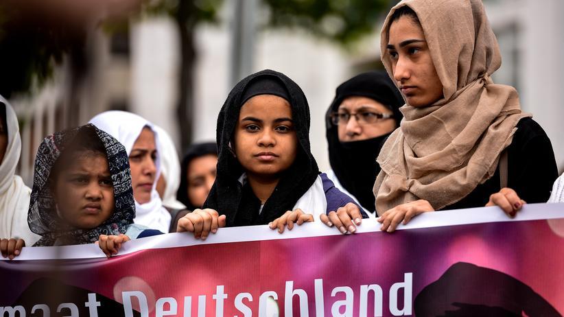 Antiterrordemo der Muslime: Demonstranten auf dem Friedensmarsch in Köln