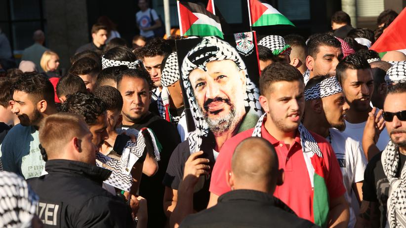 Antisemitismus-Doku: Teilnehmer einer Demonstration protestieren in Berlin 2014 gegen israelische Militäraktionen in Gaza.