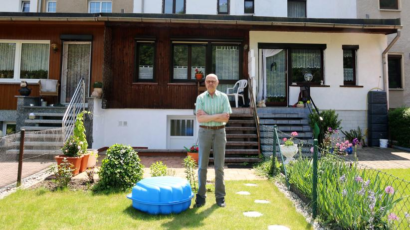 Gera: Karl-Heinz Bornschein vor seinem Haus