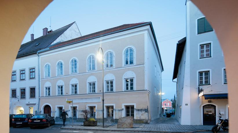 NS-Architektur: Das Geburtshaus von Adolf Hitler soll umgestaltet werden, die Eigentümerin wurde enteignet.